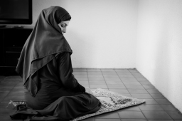 Iman-prayer-24